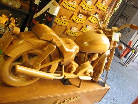 Rzym drewniany motocykl